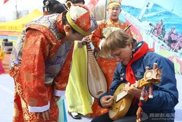 克利伯环球帆船赛青岛站船员走进珠江路小学举行文化交流活动w9.jpg