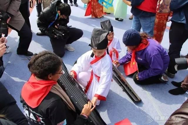克利伯环球帆船赛青岛站船员走进珠江路小学举行文化交流活动w10.jpg