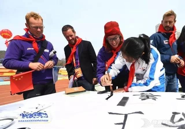 克利伯环球帆船赛青岛站船员走进珠江路小学举行文化交流活动w15.jpg